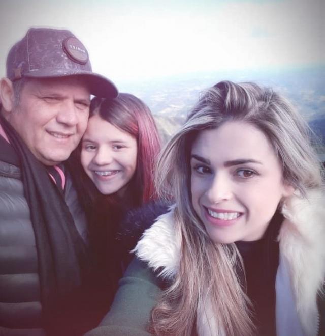 Um click especial da aniversariante de domingo, Raphaella Moraes, com os pais Giraia e Suellen. Feliz aniversário Rafinha!