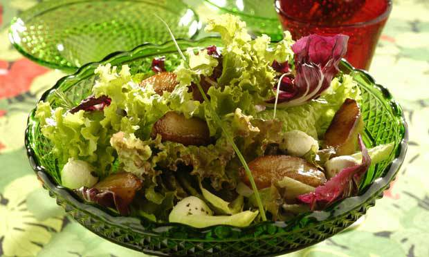receita-salada-folhas-pera-queijo
