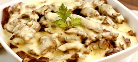 carne-picada-com-molho-de-queijo-dukan-575x262