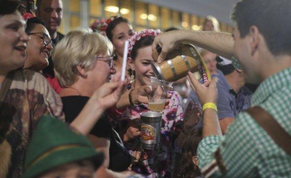 Expectativa de pelo menos 400 mil turistas em Santa Catarina no feriadão