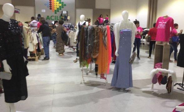 "Bazar beneficente ""Desapega Rosa"" acontece na Acil Lages"